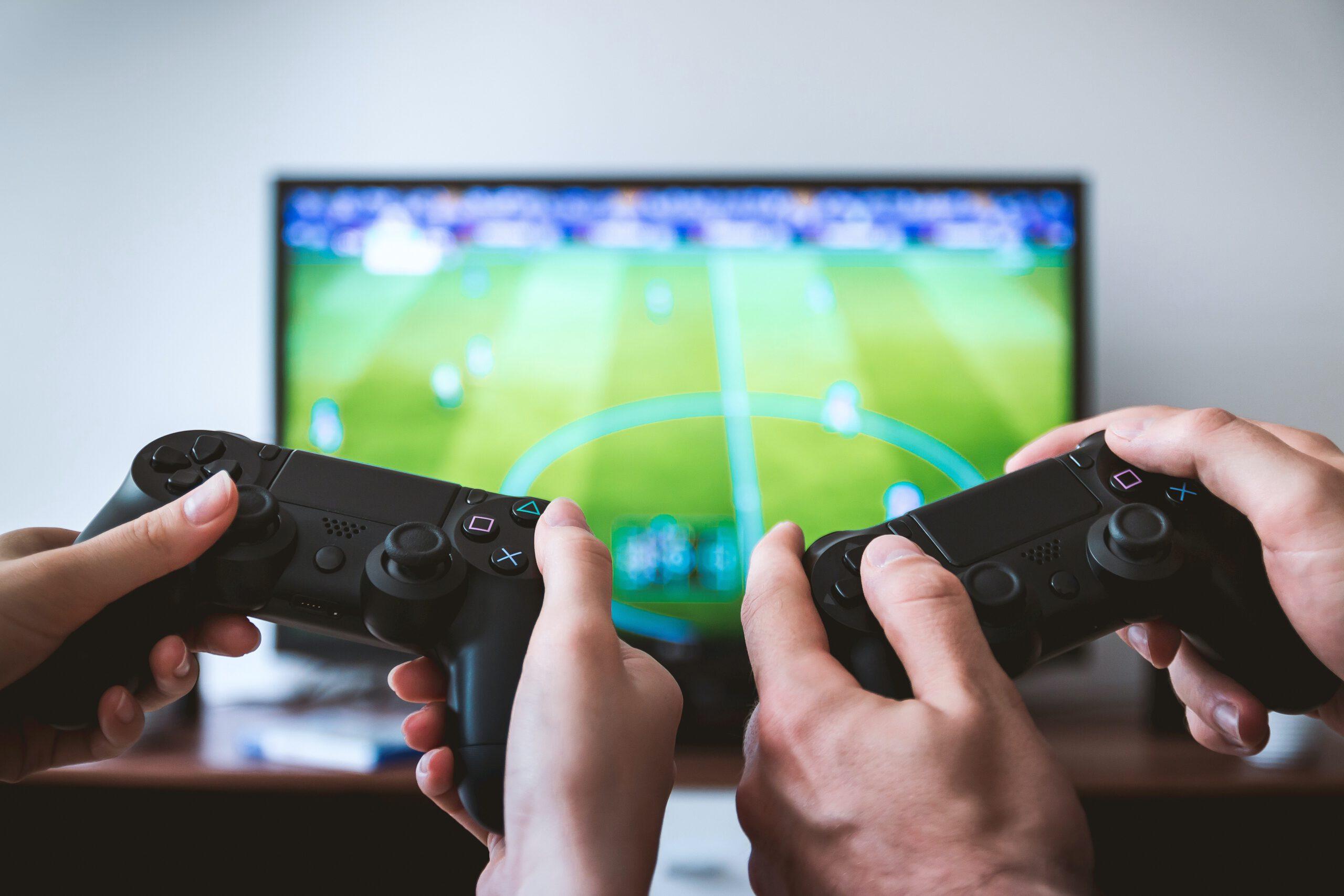 Nuoret eivät puhu kaikesta pelimaailmassa kohtaamastaan syrjinnästä aikuisille – vanhemmat kaipaavat apuvälineitä keskusteluun