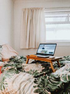 4 asiaa, joita voit tehdä netissä ja pysyä kotona