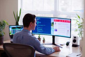 Luo työpiste, joka kasvattaa tehokkuutta – parhaat vinkit